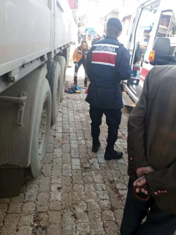 Antalya'da tırın çarptığı yaşlı adam hayatını kaybetti
